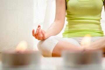 Der Artikel berichtet über Meditationsformen für den Beruf.